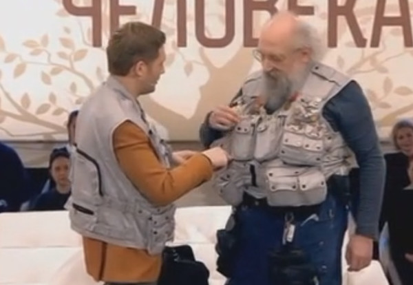 Вассерман подарил Корчевникову копию своего знаменитого жилета