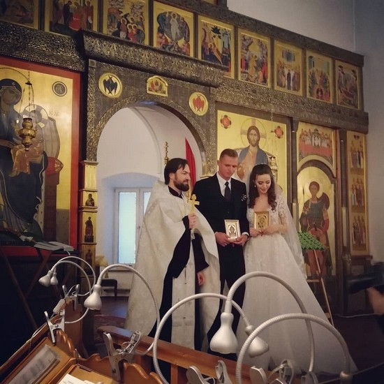 Дмитрий и Анастасия принесли друг другу клятвы верности в храме
