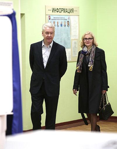 Супруги на избирательном участке