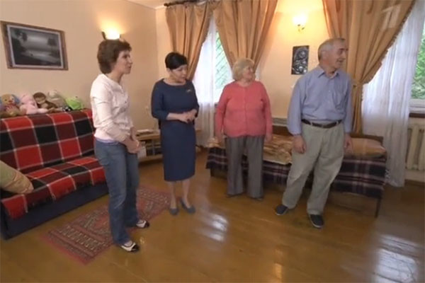 Так гостиная в доме родителей Светланы Зейналовой выглядела до ремонта
