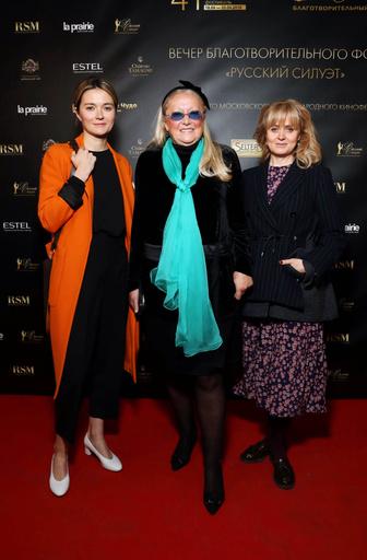 Татьяна Михалкова с дочерьми — Анной и Надеждой