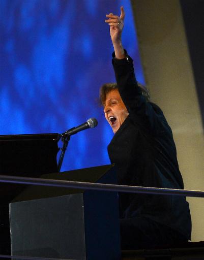 """Пол Маккартни зажег! Он исполнил бессмертную """"Hey, Jude"""" во время грандиозного фейерверка"""