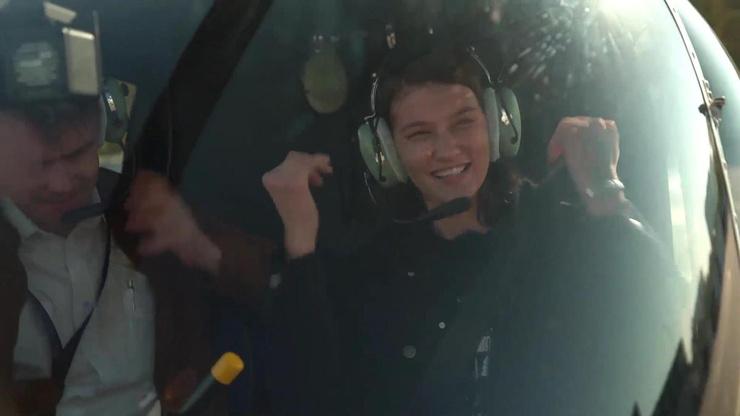 Команда проекта осуществила мечту Дианы - полетать на вертолете.
