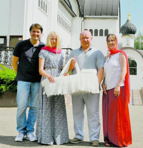 Денис Матросов и его возлюбленная Ольга выбрали для таинства храм Cвятого Уара