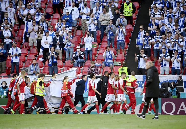 Эриксен пришел в себя еще на футбольном поле, но врачи все равно госпитализировали его