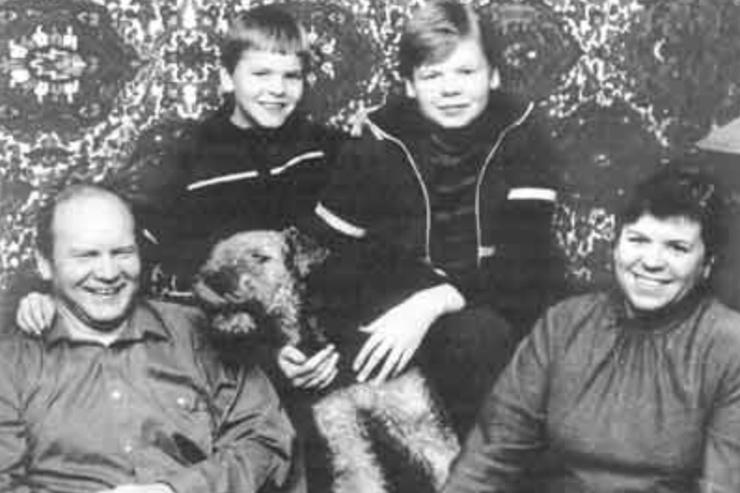Отец Дмитрия тоже подводник — и младший брат Александр (на фото он слева) пошел по стопам отца