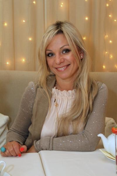Ирина Салтыкова может позволить себе бокал красного вина