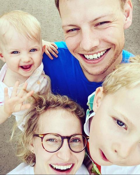 Супруги растят двоих детей