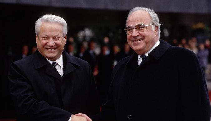 «Абрамович стоял ко мне в очереди» – сколько зарабатывал личный фотограф Бориса Ельцина