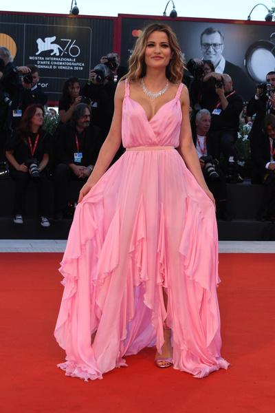 Платье Джулии Гориетти казалось мятым