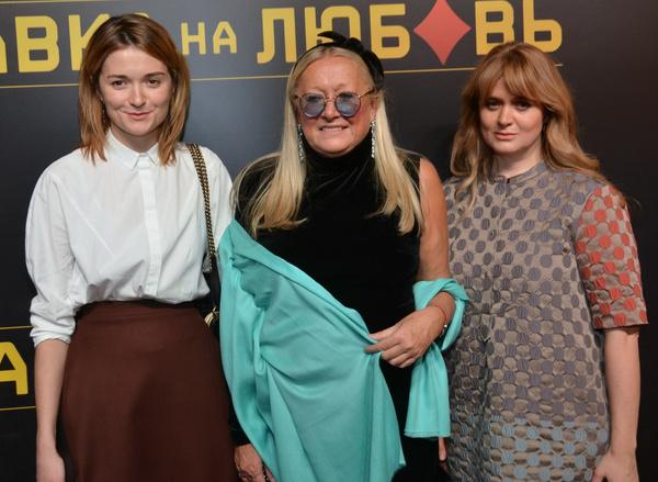 Надежда и Анна Михалковы с мамой Татьяной Евгеньевной