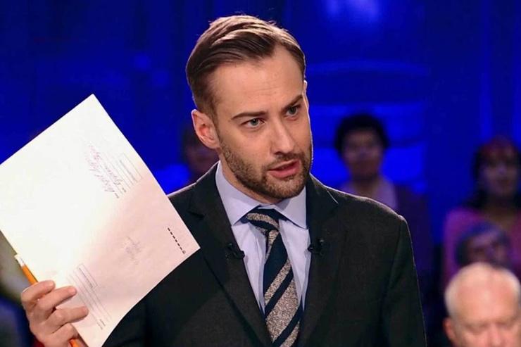 Дмитрий Шепелев иронично описал свою прошлую работу на Первом канале: «Попка с ручкой»