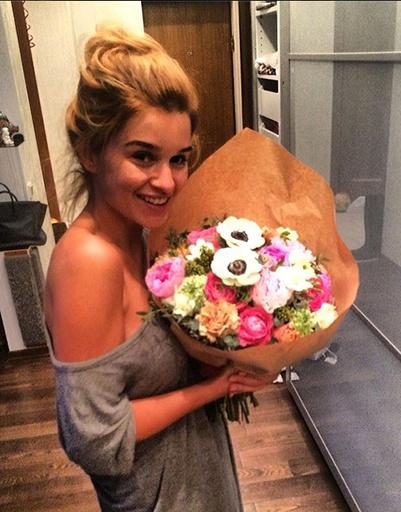 Ксения Бородина получила цветы от Михаила Терехина