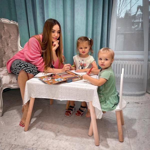 Осенью Костенко станет мамой в третий раз