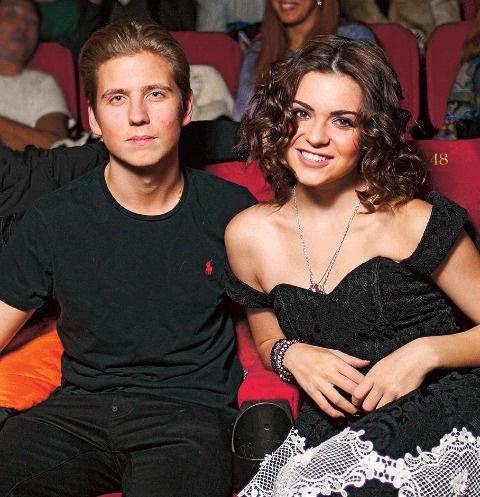 Артемий и Аделина обнимались на премьере фильма
