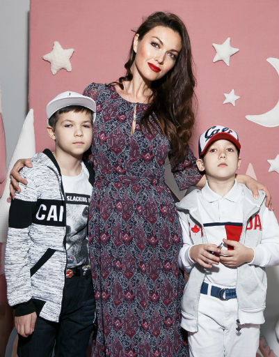 Юлия Такшина вывела в свет сыновей