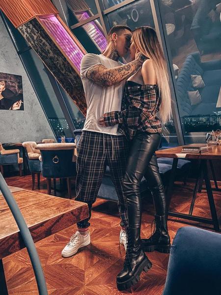 Алена и Илья вместе уже месяц
