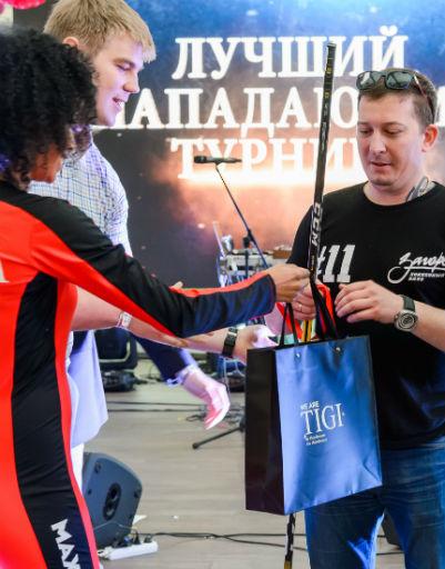 """Никита Кобяшов (глава команды """"Загорск"""") получил награду как  лучший нападающий"""
