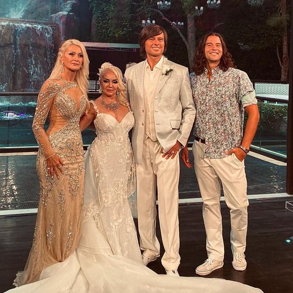 Георгий Кирьянов (на фото справа) был свидетелем на свадьбе Прохора и Татьяны