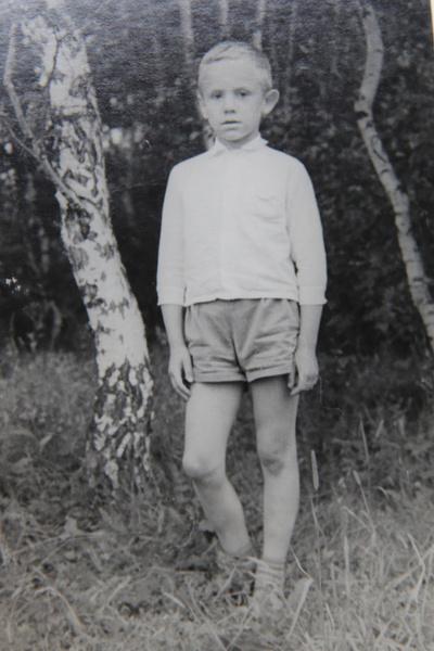 Андрей был школьником, когда его родители развелись и у отца появилась другая семья. Папа и сын поддерживали теплые отношения, лишь в последние годы жизни Алексея Сергеевича связь оборвалась