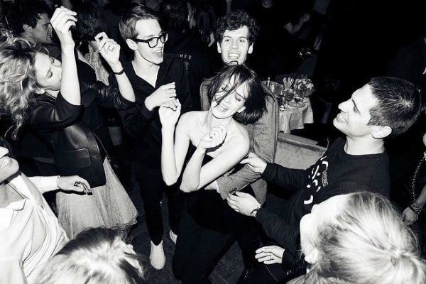Именинница весь вечер танцевала