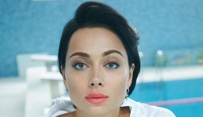 Настасья Самбурская сбежала в Дубай на поиски мужа