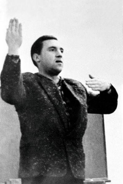Высоцкий долго носил любимый пиджак