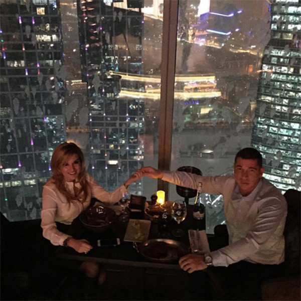Ксения Бородина и Курбан Омаров устроили романтический ужин в ресторане, расположенном на 62-м этаже одной из московских высоток