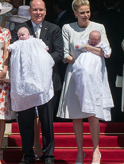 Княгиня Шарлен с мужем князем Альбером и детьми