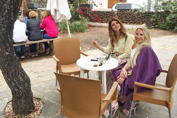 Анастасия Макеева с подругой Анной на отдыхе