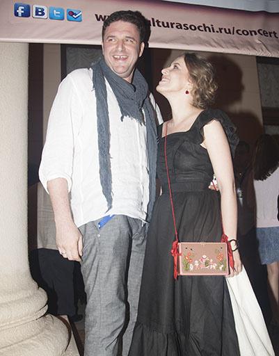 Максим Виторган пришел поддержать жену на премьере фильма с ее участием