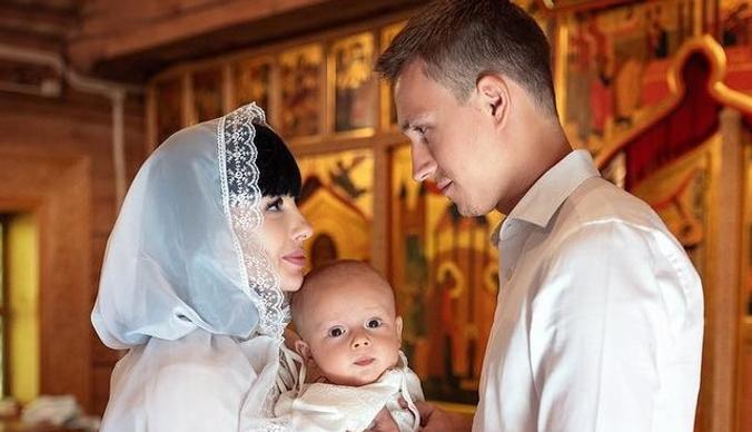 Нелли Ермолаева крестила сына