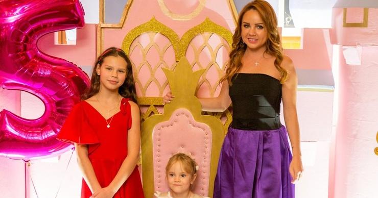 На пятилетие дочери МакSим пригласили святого отца