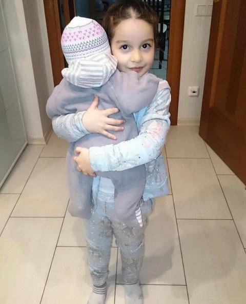 Дочка Бородиной Маруся с сестрой Теоной