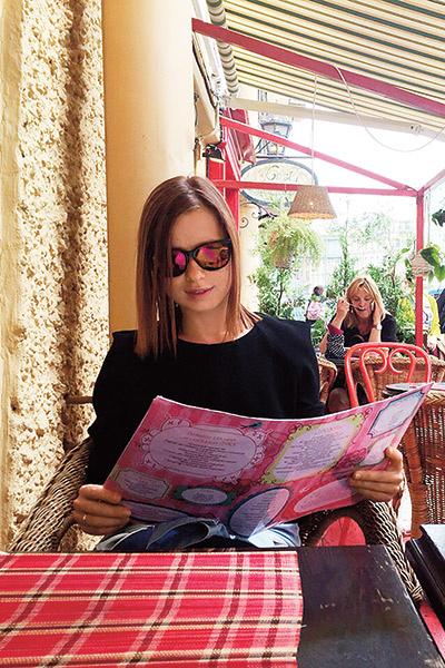 Юлия Савичева  любит  путешествовать  по России.  Недавно провела  уик-энд в Санкт- Петербурге