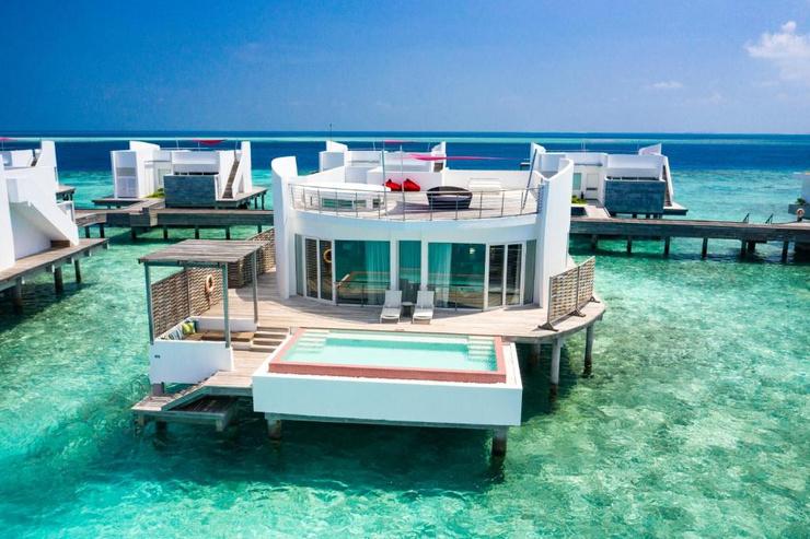 Отель расположен на острове Олухали