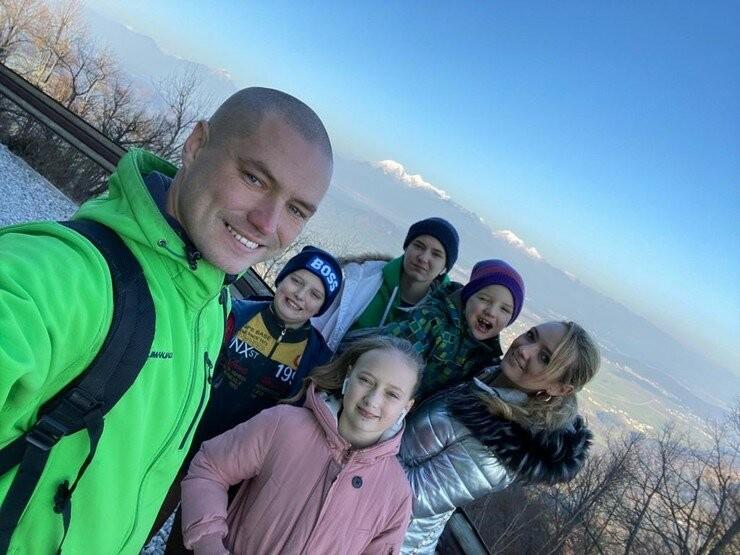 В прошлом году Роман оставил в Словении жену с четырьмя детьми