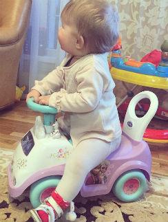 Лаура осваивает первый транспорт