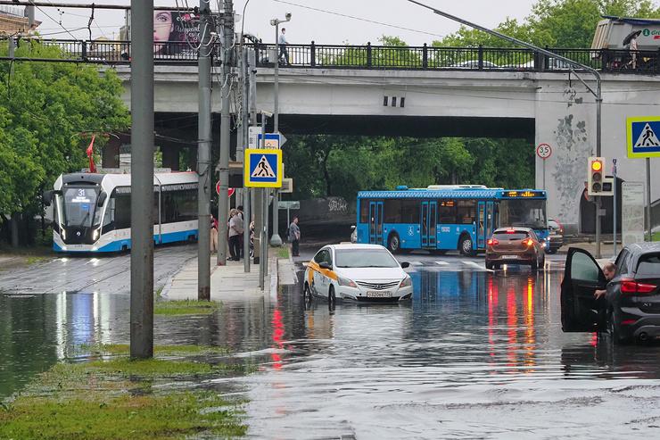В городе приостановлено движение общественного транспорта