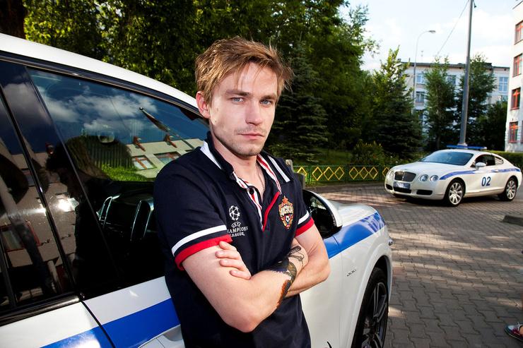 Полицейский в исполнении Петрова получился харизматичным
