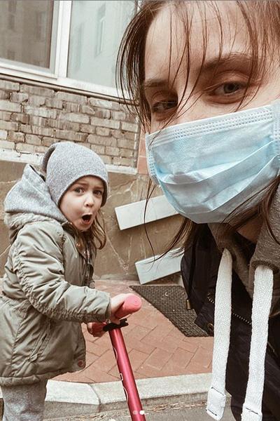 Невестка актрисы всегда находится с ней на связи и следит, чтобы Васильева получала необходимую медицинскую помощь