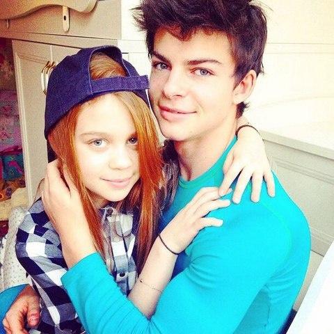 Маленькая Марианна с братом Филиппом
