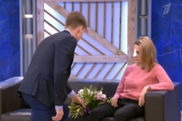 Спортсмен преподнес букет бывшей жене в качестве извинения