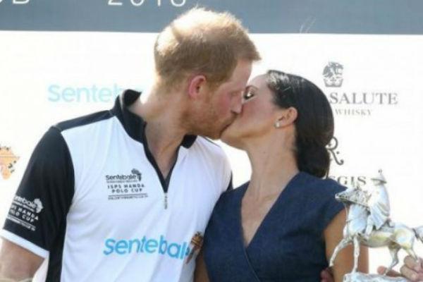 Недавний страстный поцелуй пары многим показался неуместным