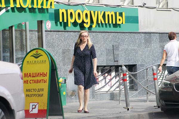 Наталья следит за питанием – среди ее покупок были в основном йогурты