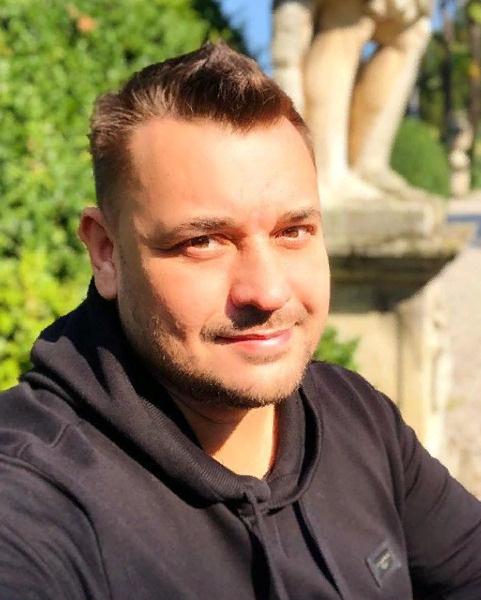 На этом фото многие не узнали Сергея Жукова
