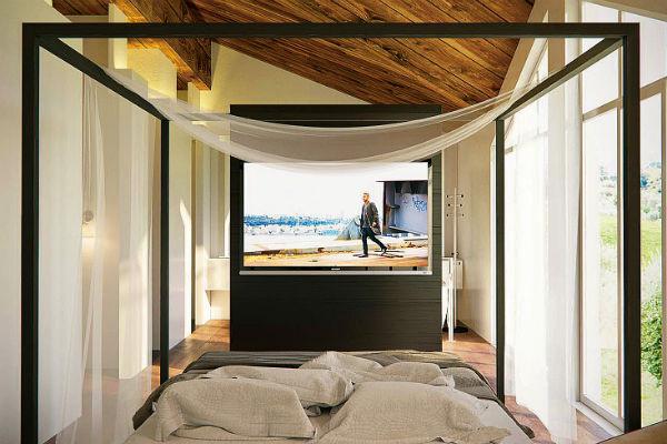 Спальня разделена тумбой с телевизором