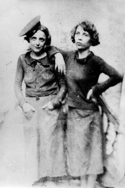 Симона Берто оставалась подругой Пиаф до самой смерти и часто называла себя ее сестрой