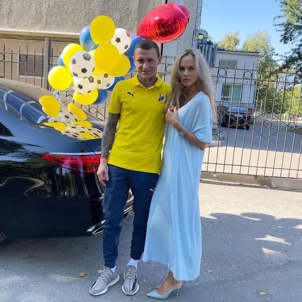 Футболист встречается с подругой Аланы
